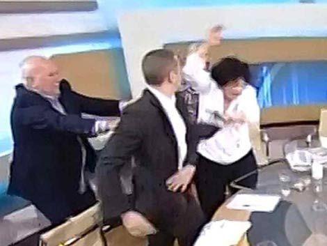 Diputado neonazi golpea a dos parlamentarias en debate por TV