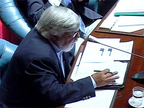 Tensión en el Parlamento ante interpelación a Bonomi
