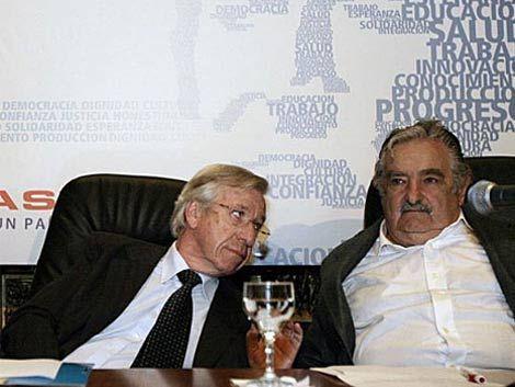 Astori vuelve hoy al país y mañana analiza su crisis con Mujica