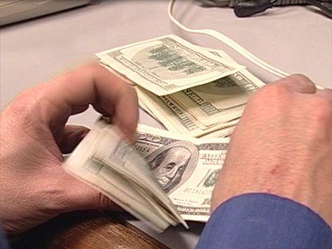 El dólar sube otro poco y cierra a $21