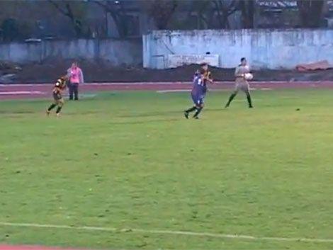Golero uruguayo Nieves hizo un gol de arco a arco