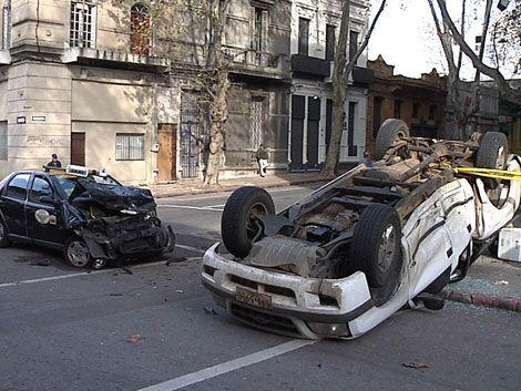 Grave accidente con vuelco de camioneta en Canelones y Gaboto