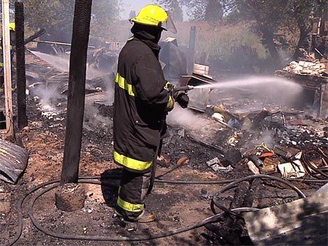 Un niño falleció en un incendio en su casa de Colón