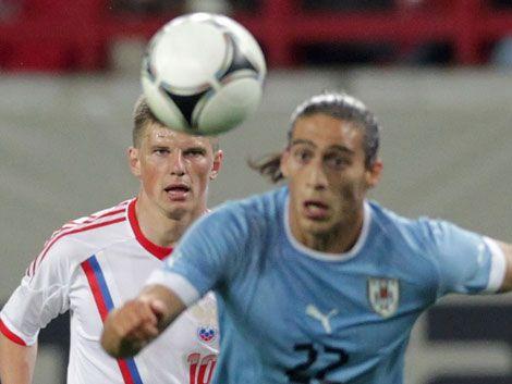 Uruguay mantiene invicto de 15 partidos tras empatar con Rusia