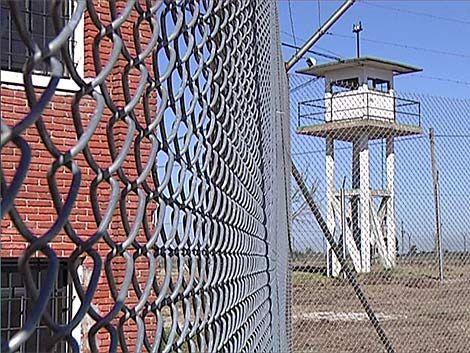 Bloquearán celulares en el Comcar y el Penal de Libertad