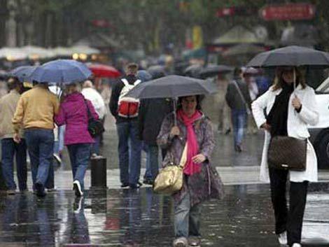 Lluvia no quiere irse; mañana mejora el tiempo y sube temperatura