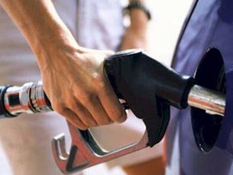 Racionan combustible en las estaciones de servicio en Montevideo