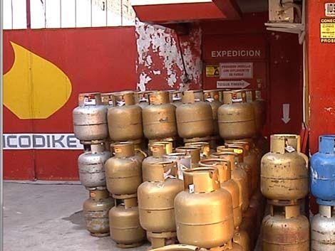 Faltan garrafas de 13 kilos; en varios puestos solo quedan de 3