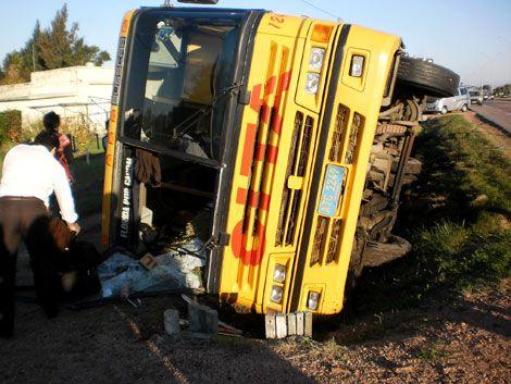 Volcó un ómnibus en Ruta 5: los 40 pasajeros resultaron ilesos