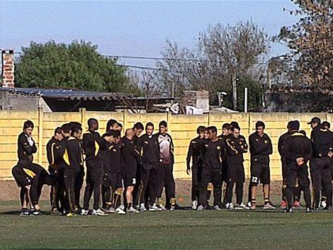 Peñarol se encerró en Los Aromos para definir el equipo