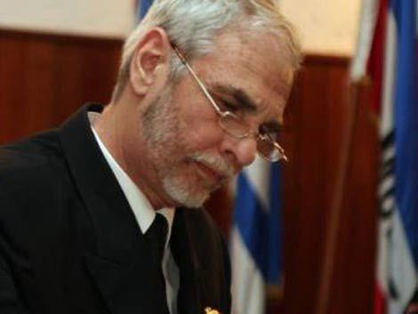Ministro de Defensa admite que Caramés se fue por causa judicial