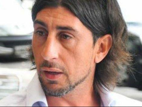 DT de Independiente saca perros a patadas en plena conferencia