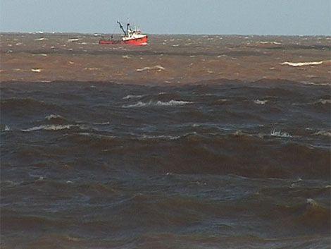 Siete desaparecidos en choque entre buques argentino y paraguayo
