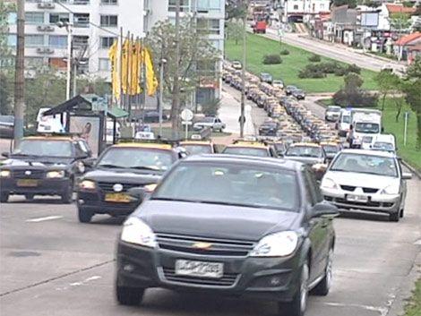 Trabajadores del taxi acusan a Dourado y anuncian medidas