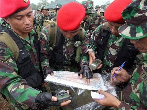 Hallan a 12 cadáveres de avión accidentado en volcán de Indonesia