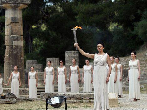 Se encendió la antorcha olímpica en Grecia y viaja hacia Londres