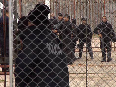 Investigan a policías asociados a narcos en las cárceles