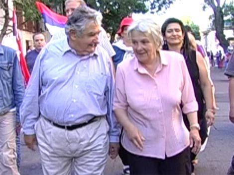 Mujica dijo que militares también tienen opinión política