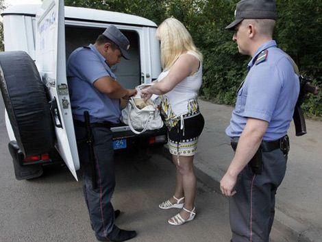 Detienen a 22 prostitutas por transmitir VIH a clientes en Grecia