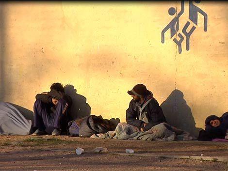 Gobierno busca sacar a indigentes de plazas de forma definitiva