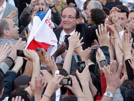 Hollande termina campaña como favorito