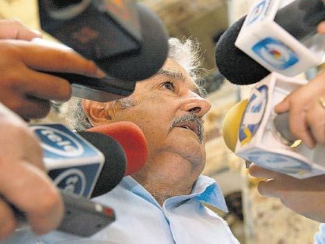 Mujica se enojó con alguien del público y terminó el discurso