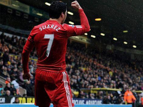 Suárez marcó su primer hat trick en el Liverpool