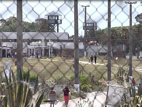 Militares con cabezas tapadas controlarán acceso a cárceles