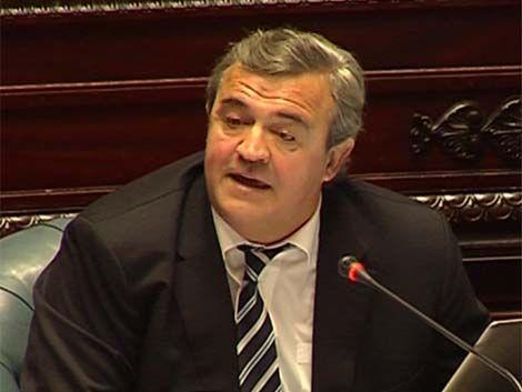 Oposición cuestionó al gobierno por firmar acuerdo con Argentina