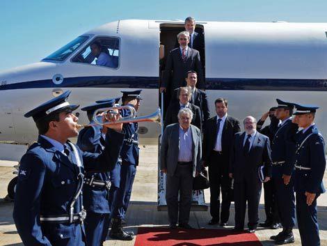 Mujica negocia con Brasil la compra de un avión presidencial