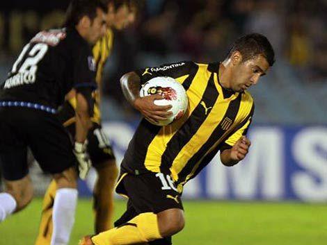 Peñarol correspondió a la pasión de sus hinchas y ganó 4 a 2
