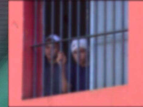 Justicia inspecciona hogar de la Colonia Berro tras fuga masiva