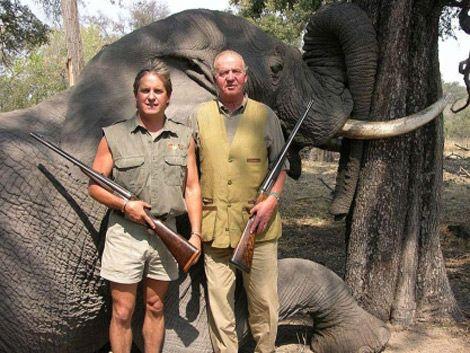 El Rey de España pide perdón por cazar elefantes
