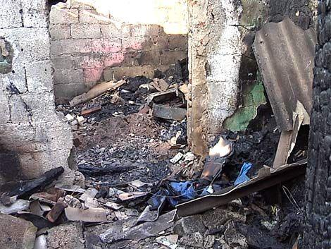 Un hombre discutió con su pareja e incendió su casa