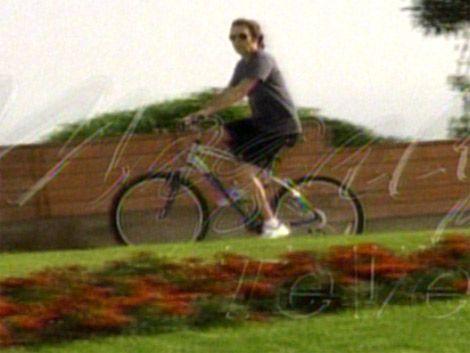 McCartney fotografiado y paseando en bici por rambla de Carrasco