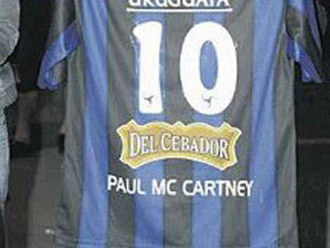 Liverpool le dará la camiseta N° 10 y carné de socio de honor