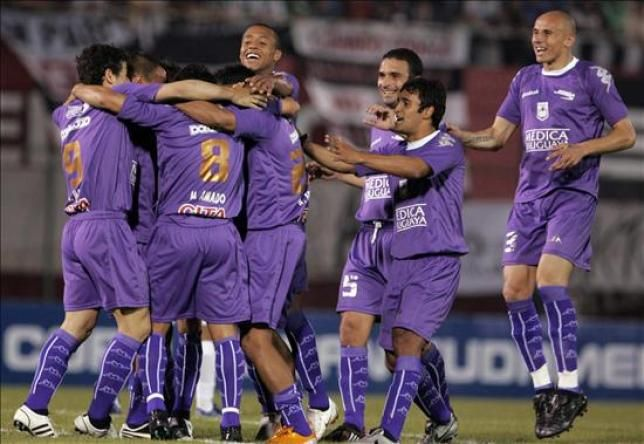 Defensor ganó 5 a 1 a Racing y sigue invicto en el Clausura