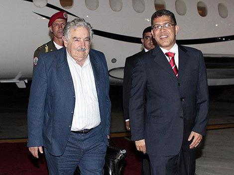 Mujica con ministros venezolanos