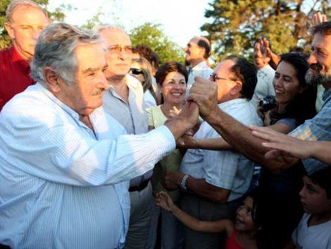 Mujica le pidió a los docentes buena fe y corazón