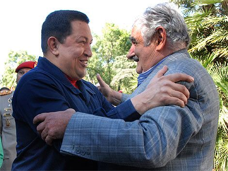 Mujica visita a Chávez en Caracas en lo previo a la cumbre