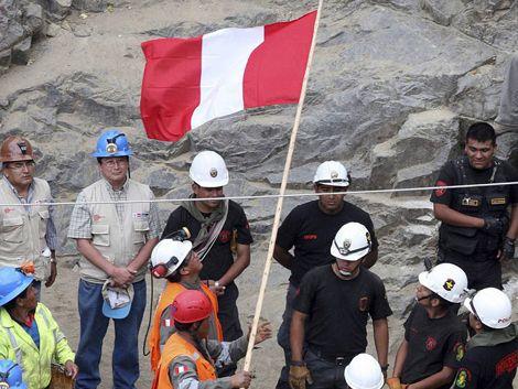Los mineros peruanos fueron sacados con vida este miércoles