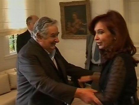 Mujica y Cristina acuerdan intercambio comercial en moneda local