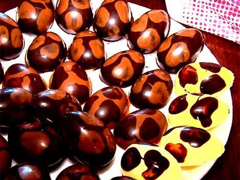 Tradicionales huevos de pascuas hechos de forma artesanal