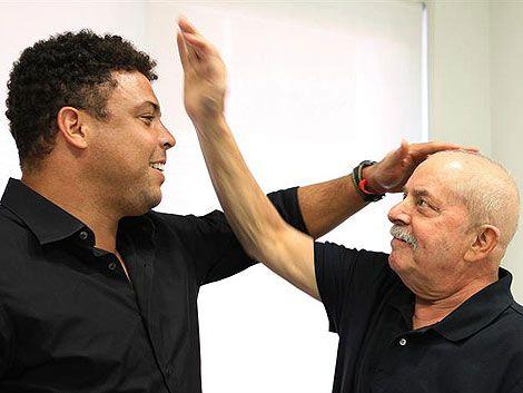 Ronaldo visitó a Lula en el hospital y hablaron del Mundial
