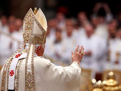El papa Benedicto XVI oficia la Misa Crismal