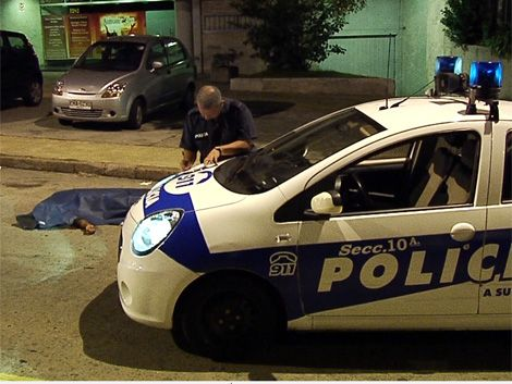 Quedó libre policía que mató a ladrones frente a embajada griega