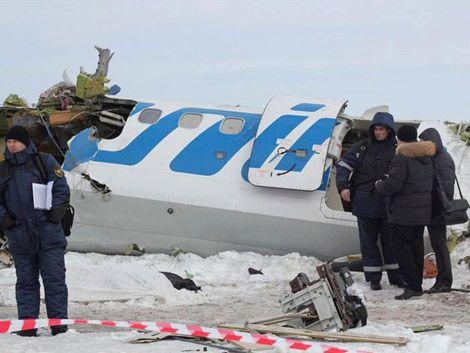 31 personas murieron al estrellarse un avión en Siberia