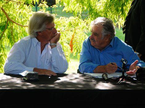 Astori apoya a Mujica: Si hay que dar clase bajo un árbol