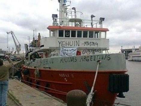 Militantes ultras quieren copar barco incautado en Malvinas