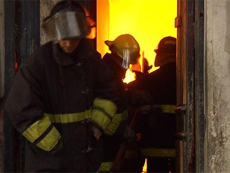 Incendio en un depósito de repuestos de motos